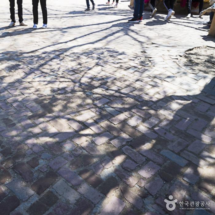 남이나루 광장의 보도블록