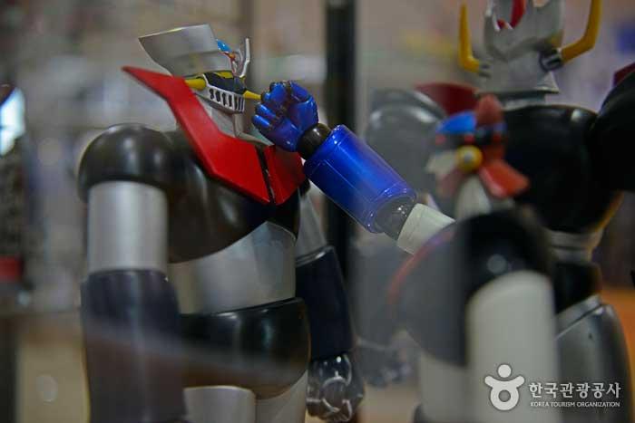 마징가Z에게 정의의 주먹을 날리는 로봇태권V