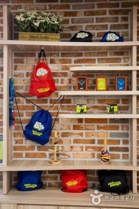 하부정류장에서 판매하는 루지 기념품