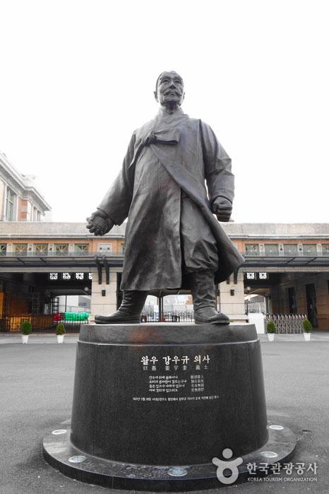 강우규 의사 동상