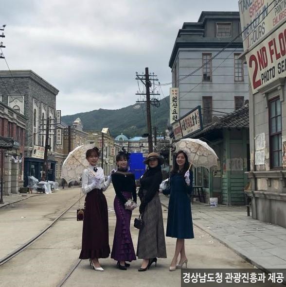 합천 영상테마파크 개화기의상 <사진제공:경상남도청 관광진흥과  >