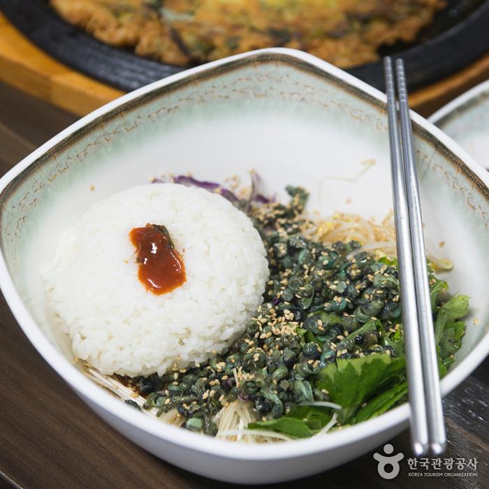 다슬기비빔밥