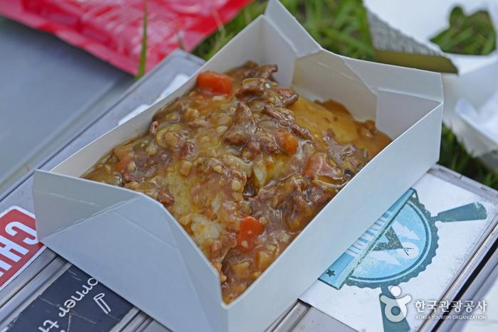 비화식에는 짜장밥부터 제육볶음까지 다양한 메뉴가 있다.
