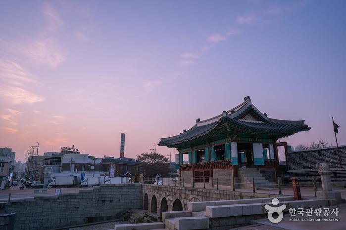 걷기여행의 마지막 코스인 동북각루와 화홍문