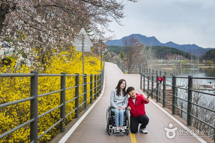 봄꽃 핀 '의암호 나들길'