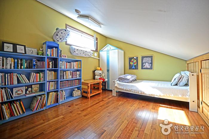 숲속작은책방 2층 침실