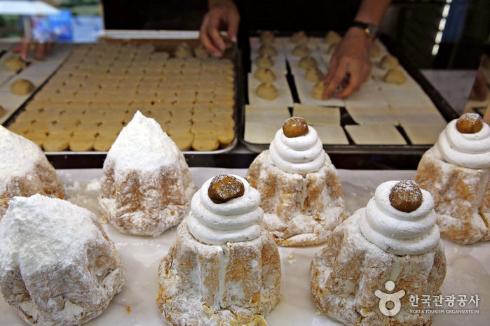 '팡도르(판도로·pandoro)'는 이탈리아 베로나 지방의 전통 크리스마스 케이크. 특별한 날 선물용으로도 좋다.