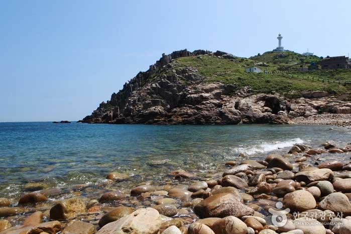 몽돌길에서 바라본 등대섬