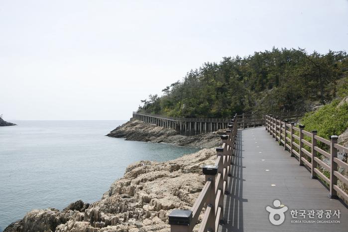 선유1구 옥돌해변의 해변데크산책로
