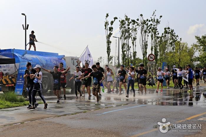 보기만 해도 속이 뻥 뚫리는 '샤워런 서울' 축제 현장 <사진제공 : X CREW >