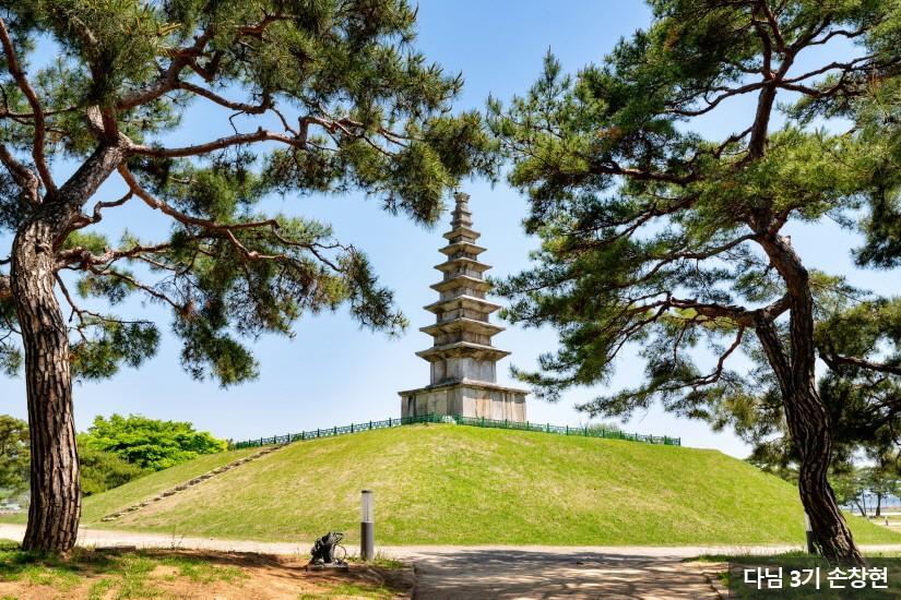 충주 중앙탑 공원1