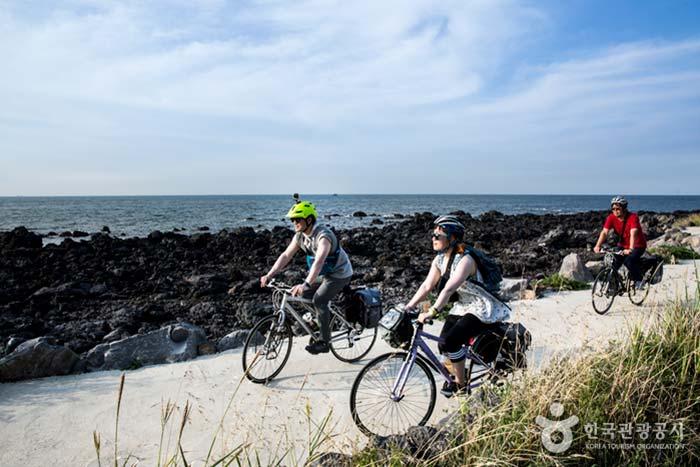 자전거길은 자연이 우리에게 준 선물이다