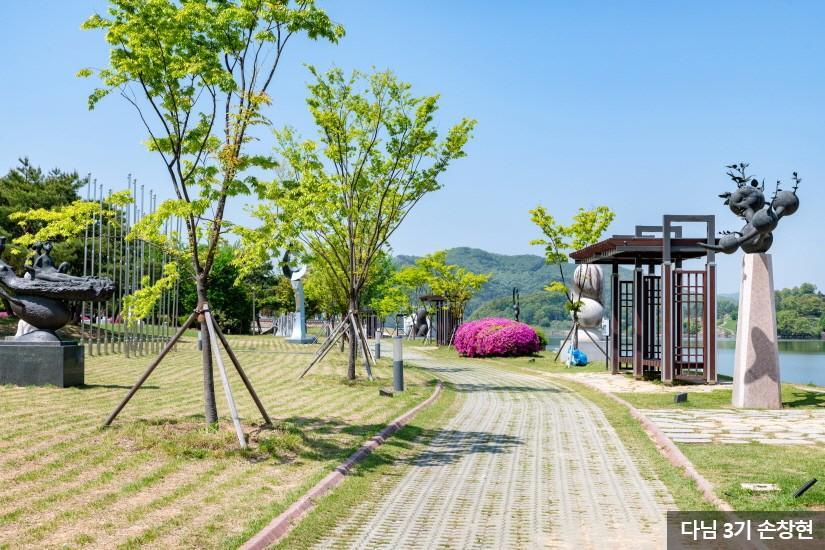 충주 중앙탑 공원5
