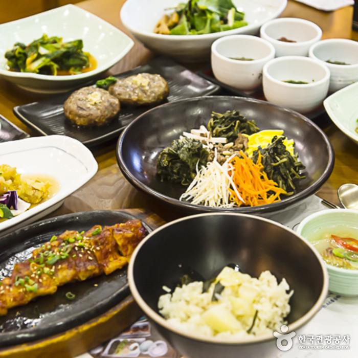 곰배령식당의 강원나물밥 정식1