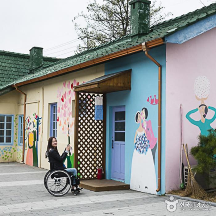 김유정역(폐역) 벽화