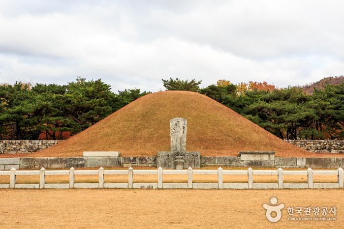가야 왕국의 시조 수로왕을 모신 김해 수로왕릉