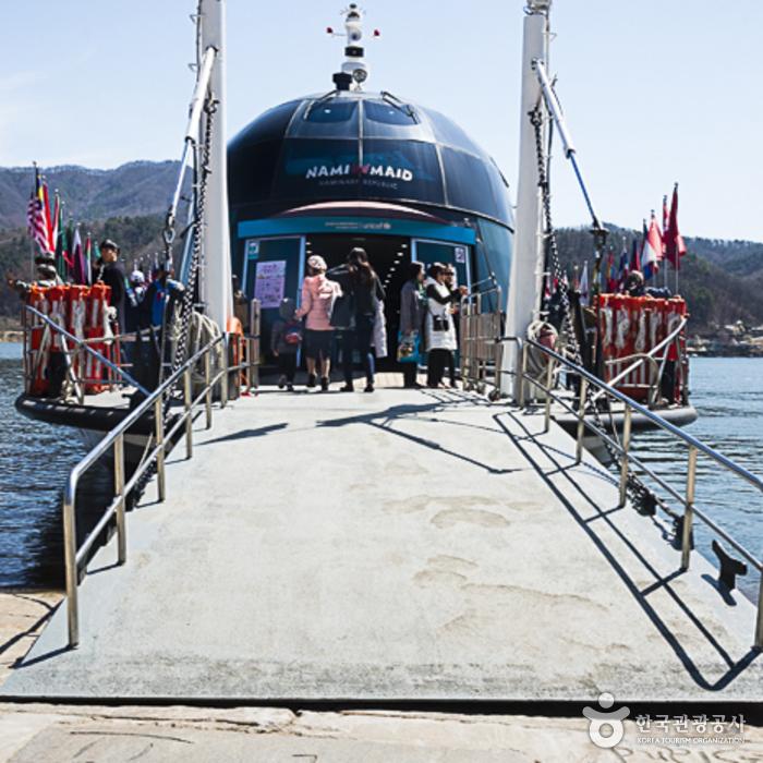 남이섬 배 승·하차 모습
