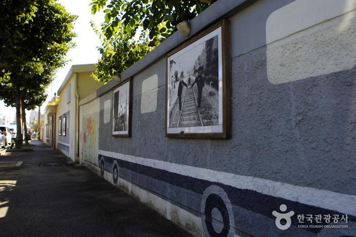 '뉴트로' 감성이 돋보이는 조곡동 철도문화마을
