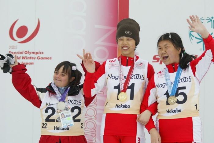 2005년대회, 알파인 스킹 시상식 장면 <사진제공 : 평창동계스페셜올림픽 조직위원회 >