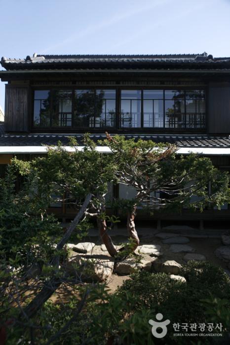 일제강점기 군산에 살던 일본인의 생활상을 엿볼 수 있는 신흥동 일본식 가옥