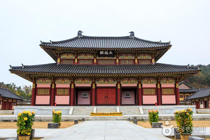 드라마 〈김수로〉 촬영 세트장을 활용한 김해가야테마파크의 태극전
