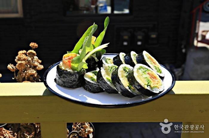 한국인과 외국인 모두 좋아하는 맛, '오토'의 고추냉이김밥