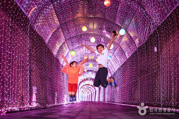 아이들과 멋진 사진을 찍기 좋은 밀양 트윈터널