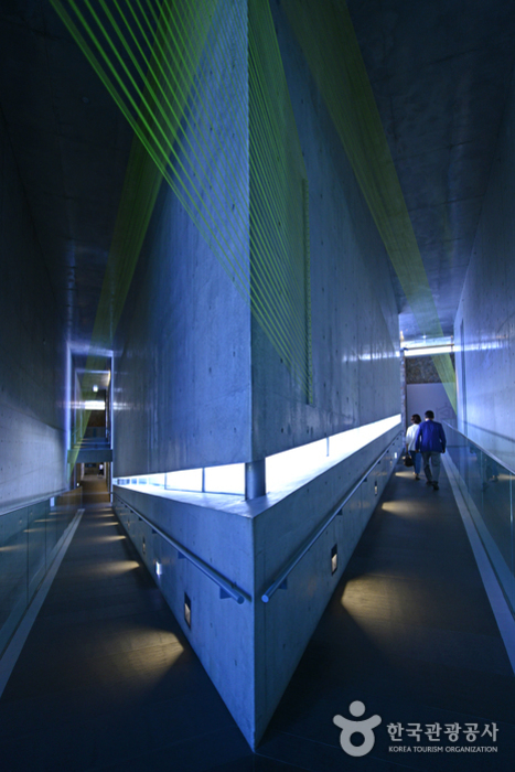 뮤지엄 산은 세계적인 건축가 안도 다다오의 작품이다.