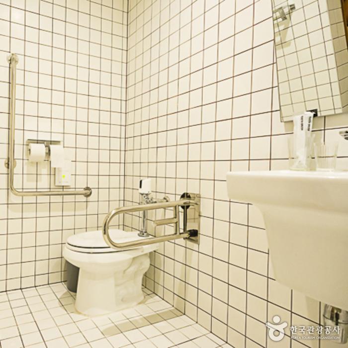 헤이춘천 객실 내부 화장실