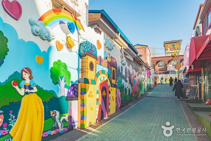 꿈과 모험이 가득할 것만 같은 송월동 동화마을