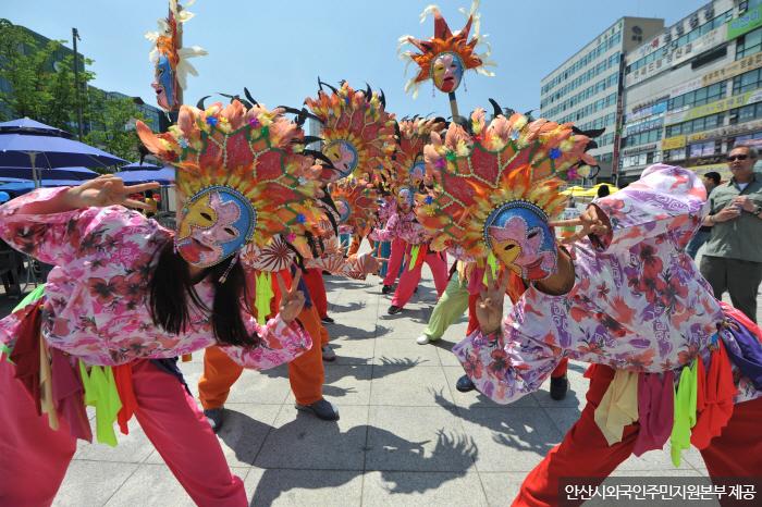 이국적인 축제가 자주 벌어지는 안산다문화마을특구  <사진제공:안산시외국인주민지원본부>