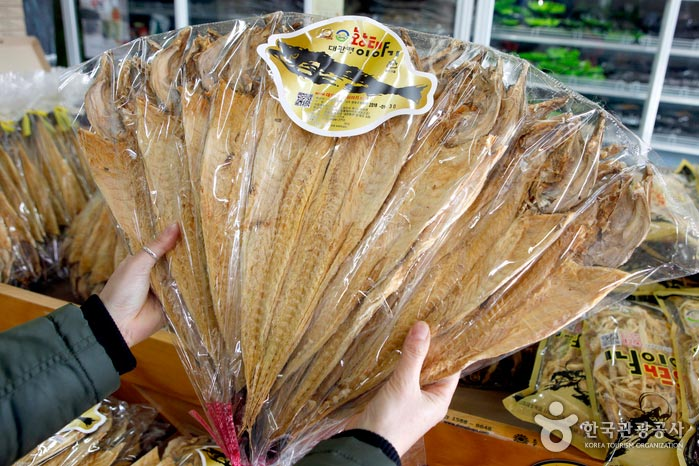 평창군 농수산물 전시장에 있는 최상급의 황태