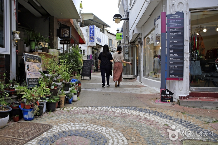 상가와 공방이 어우러진 창동 골목