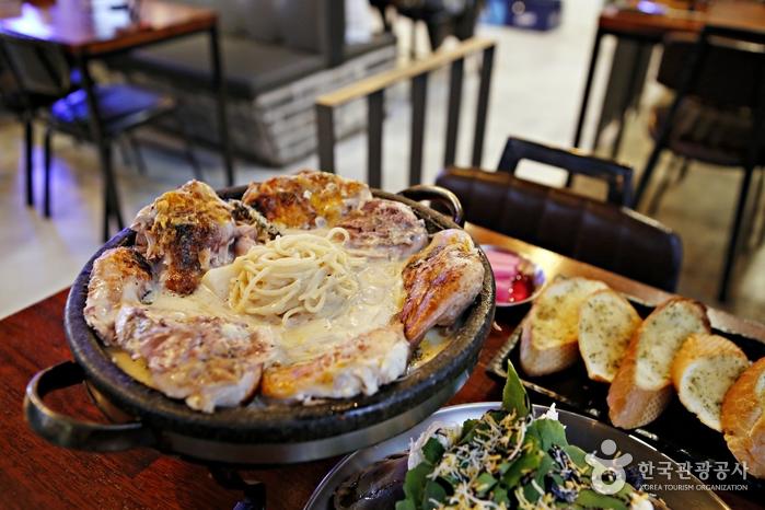 크림파스타와 함께 맛보는 수비드식 통닭