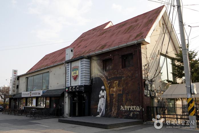 에티오피아한국전참전기념관 맞은편에 있는 카페 '이디오피아집' 외관