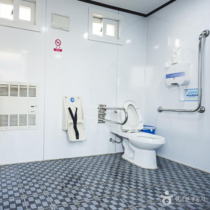 소양강스카이워크 장애인화장실 내부