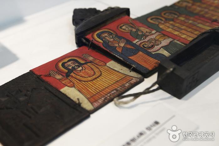 에티오피아의 기독교 문화를 보여주는 교류전시실의 전시물