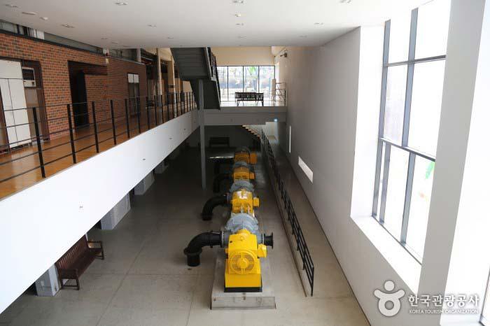 정수시설 흔적인 펌프