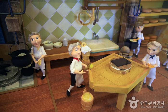 치즈 제조 과정을 담은 디오라마