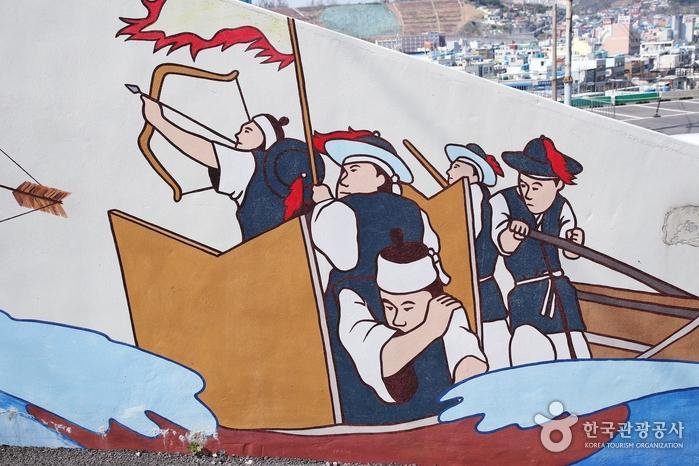 7구간에는 이순신 장군 일대기를 그린 벽화가 있다.