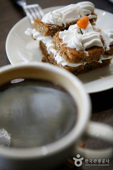 미술관 북카페 커피와 케이크