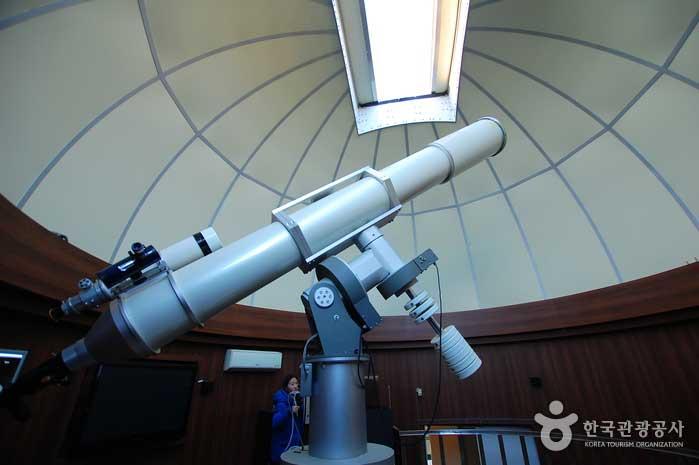 주관측실에 설치된 국내 최대 굴절망원경