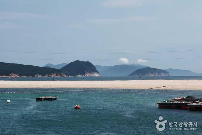 소매물도 가는 길에 들르는 비진도 산호해변