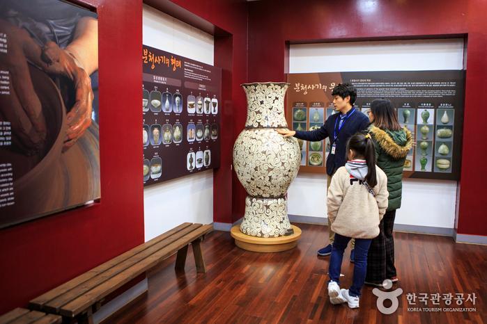 김해분청도자박물관 1층 전시실
