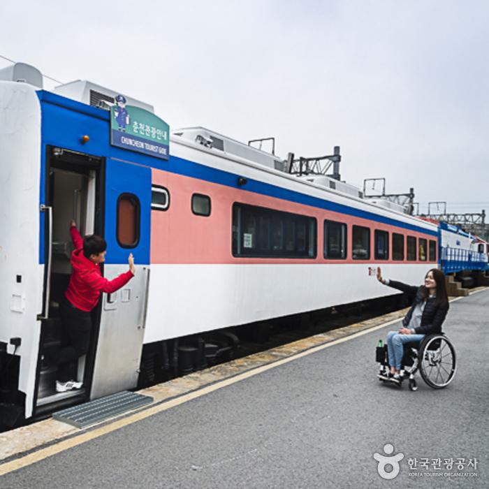 김유정역 열차카페(북카페)