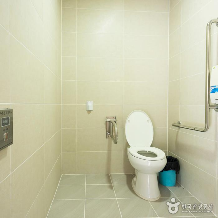젊은달와이파크 장애인화장실 2